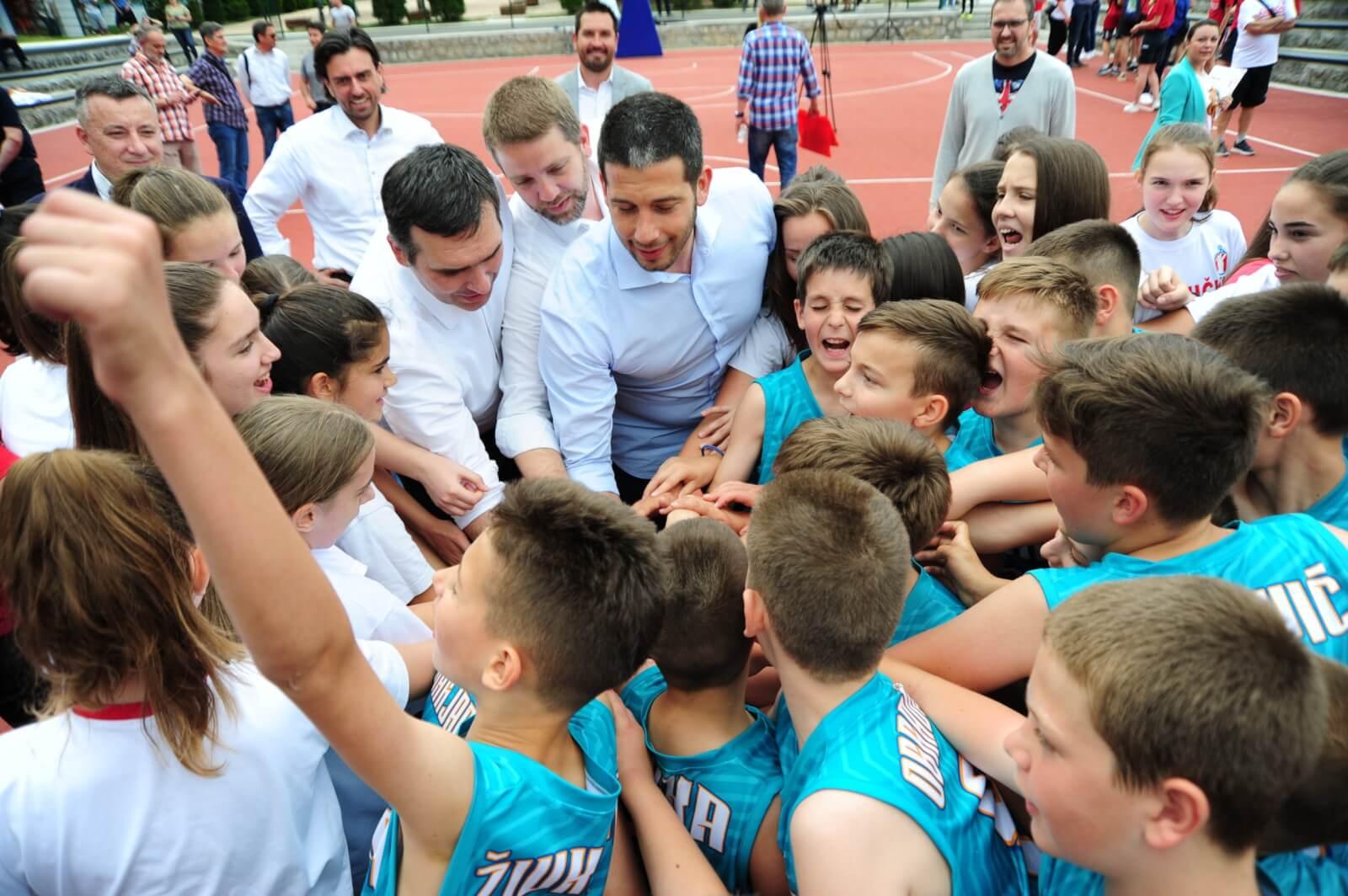 Ministar Udovičić otvorio košarkaški teren u Velikom parku