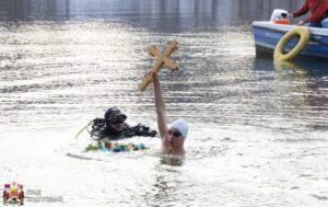 Petnaestogodišnji Filip Milivojević nosilac Bogojavljenskog krsta
