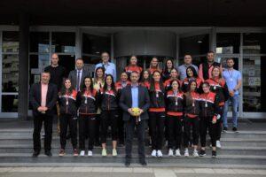 Read more about the article Prijem za vicešampionke Srbije u rukometu
