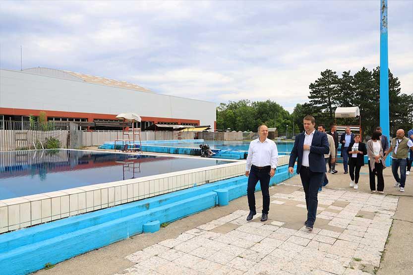 You are currently viewing Gradonačelnik Dašić obišao zatvoren i otvorene bazene